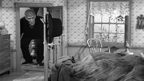 Lurch-Visiting-Cousin-Itt-addams-family-6243604-512-288