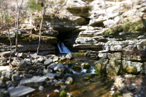 waterfall-2487917_1280