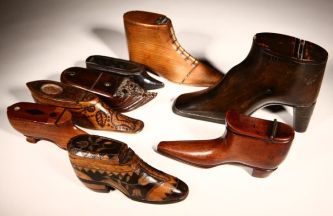 selection-of-treen-snuff-boxes-in-the-shape-of-shoes