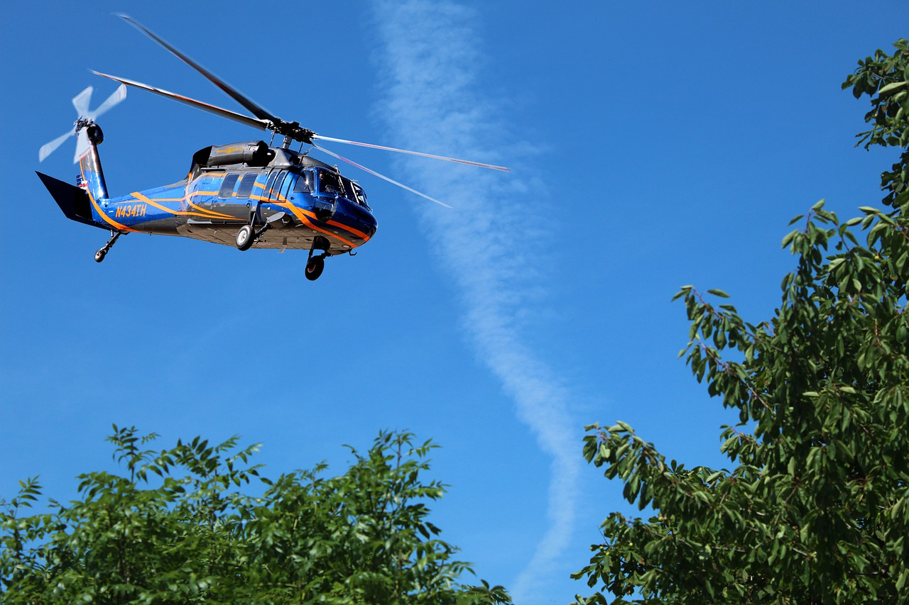 helicopter-4371272_1280
